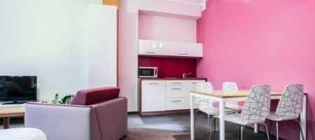 How do you decorate a small flex room